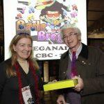 82 - Sorteio: Tablet entregue pela Dra. Eliana Navarro ao associado Roberto Tomasi
