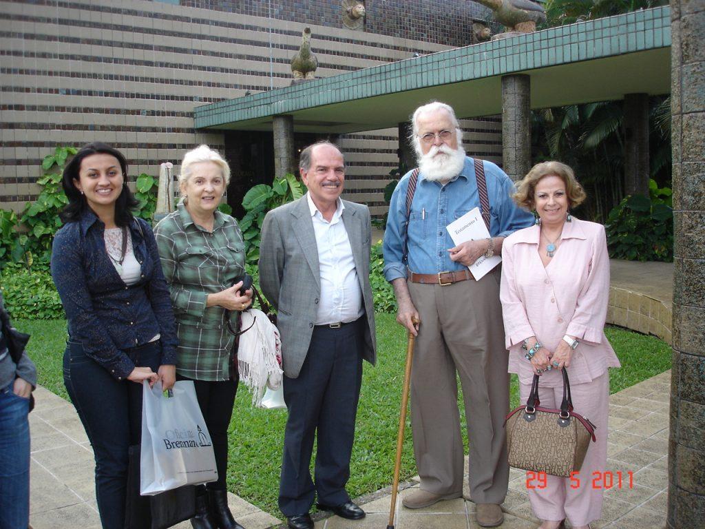 Da esquerda para direita: Profª Fernanda Moreira do Senai, Sra. Noeli M. Berg esposa do presidente da ABC, Dr. Egon A. Torres Berg Presidente da ABC, Artísta Plástico Francisco Brennad e Profª Teresinha Oliveira do Senai.